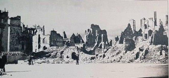 Orașul vechi din Varșovia, după ce a fost distrus în război….