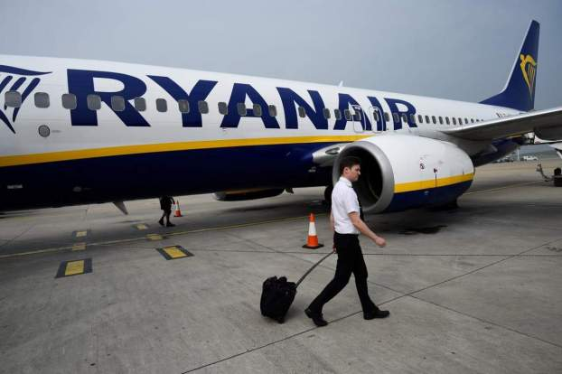 Până la 500 de piloți vor fi concediați precum și 400 de membrii ai echipajului de cabină. Fotografie: Reuters.