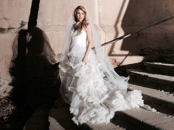 """Shakira Is A Beautiful Bride In New Pics From Her """"Empire"""