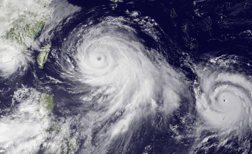 Taifuuni saattaa voimistua iskiessään Kiinan rannikolle.
