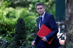 Williamson under pressure to shut down all UK schools while union takes legal action