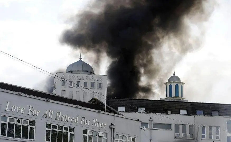 Morden mosque on fire