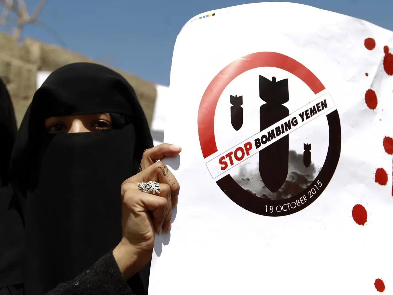 A Yemeni woman holds a slogan during a protest in front of the United Nations office in the capital Sanaa, photo: Getty
