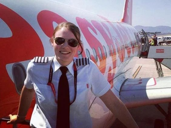 British Pilot Kate McWilliams Becomes Worlds Youngest