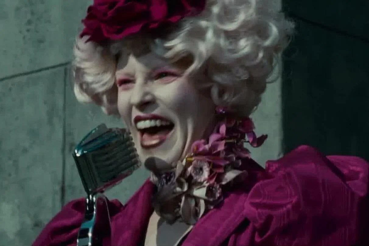 Dnc Elizabeth Banks Points Out Donald Trump Is Essentially Effie From The Hunger Games