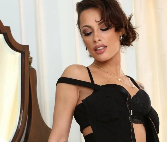 French Porn Star Nikita Bellucci Tells Parents To Teach Children About Sex So She Doesnt Have To