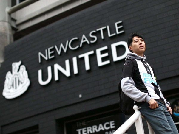 Newcastle vs Manchester United LIVE