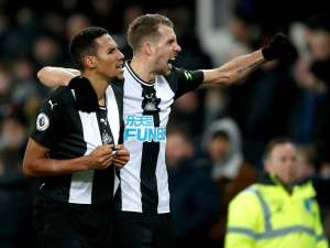 Lejeune's injury-time double sees Newcastle peg back Everton