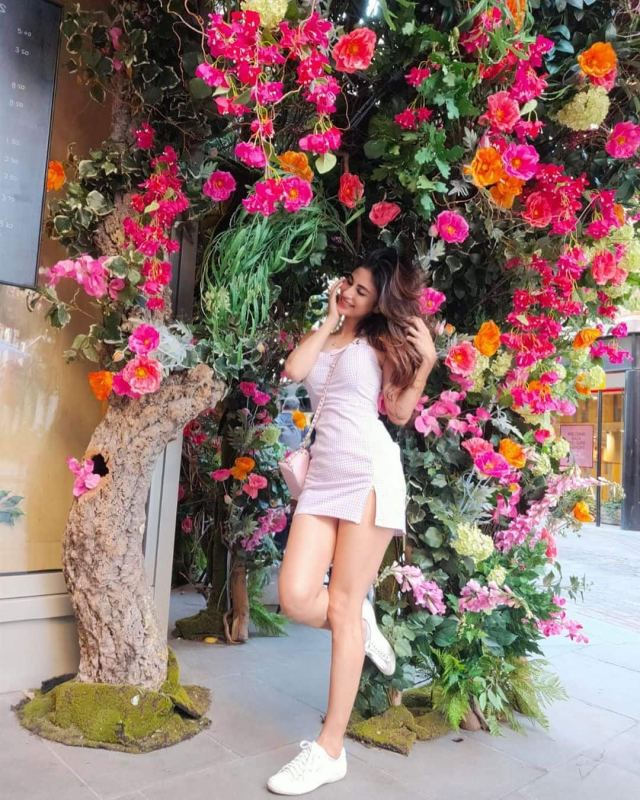 these-stunning-pictures-of-mouni-roy-will-leave-you-in-awe-of-her