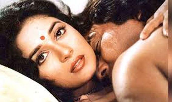 Madhuri Dixit's HOT first kiss with Vinod Khanna