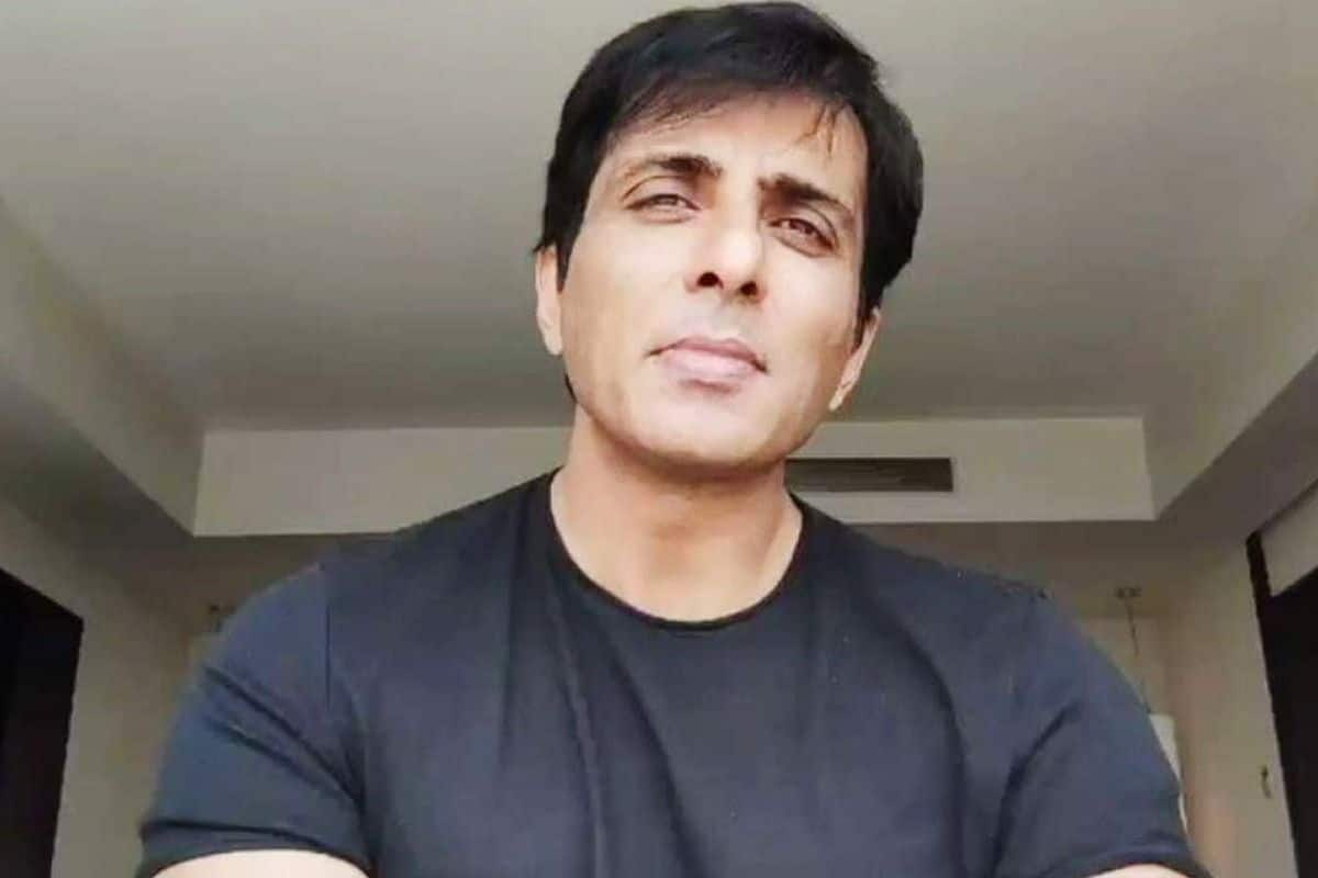 Sonu Sood Tests COVID-19 Positive After Taking First Jab of Coronavirus Vaccine, Under Home Quarantine