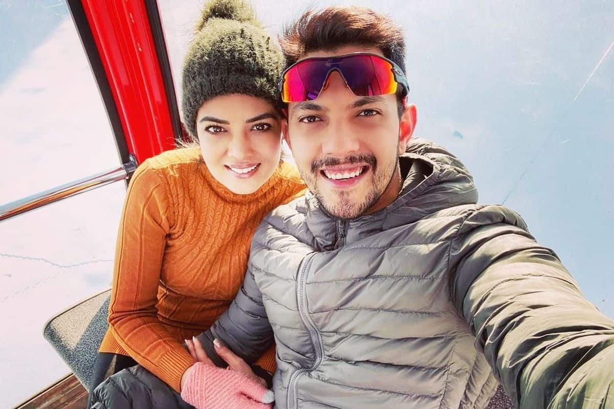 Aditya Narayan and Wife Shweta Agarwal Test Positive For COVID-19