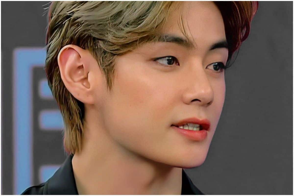 BTS' V Aka World's Most Handsome Man Doesn't Click Selfies