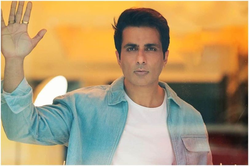 Sonu Sood Shares Screenshots as Proof After District Magistrate Blamed For Taking Undue Credit For Arranging Hospital Bed