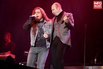 """Mihai Georgescu """"Mitză"""" (Bere Gratis) și Alin """"Coiotu"""" Dincă (Trooper) în deschiderea concertului Scorpions de pe 14 decembrie 2013"""
