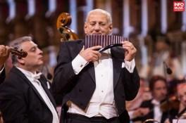 Gheorghe Zamfir în concertul lui Andre Rieu din Piața Constituției din București pe 6 iunie 2015