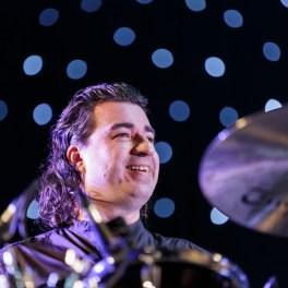 Ionuț Micu (tobe) alături de Adrian Naidin în concert la Sala Palatului pe 22 decembrie 2015
