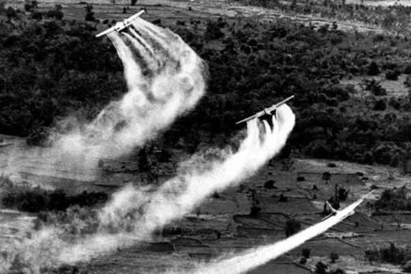 Bildresultat för vietnam chemical warfare