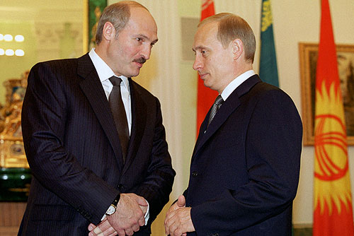 Aleksandr Lukashenko and Vladimir Putin in 2002. Photo: Wikimedia