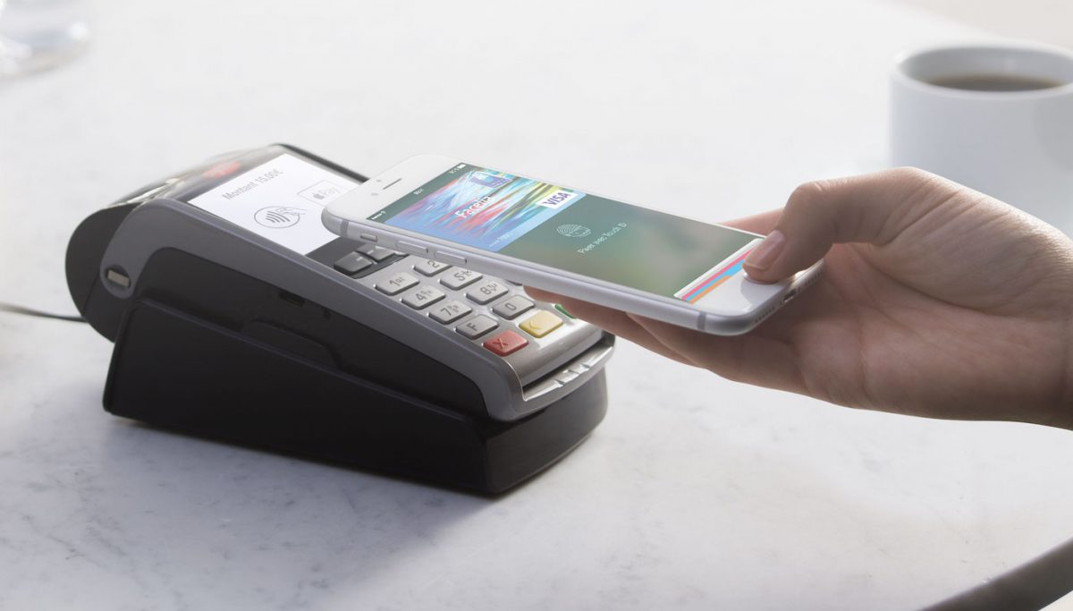Les banques fran    aises se mettent      Apple Pay gr    ce      des conditions     La Poste  avec sa banque mobile Ma French Bank  devrait supporter Apple Pay  au printemps 2019