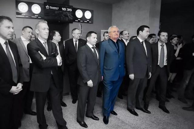 Николай Шамалов (в центре)