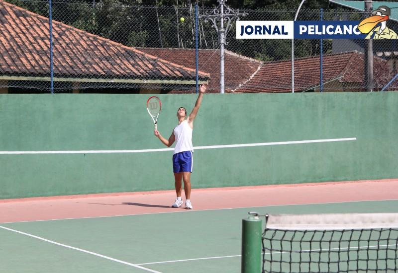 O aluno Portes foi o grande campeão da disputa pelo tênis (Foto: Jornal Pelicano).