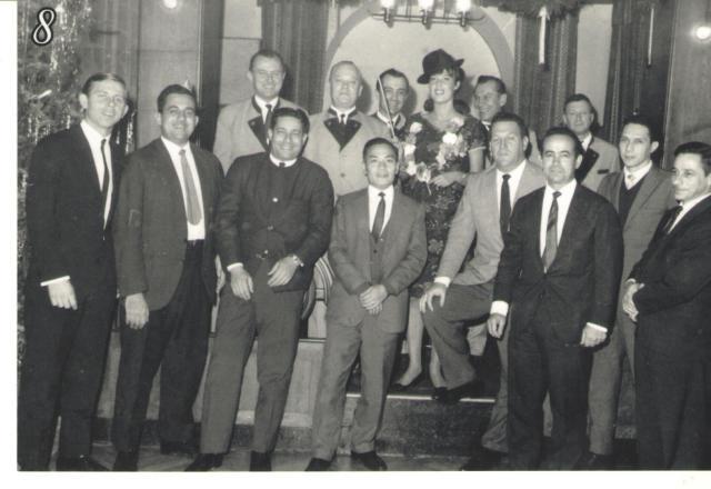 Primeira viagem ao Mar do Norte... Reunidos em uma Choperia de Hamburgo em St.Pauli (1967 ou 1968) Na foto: Leopardi, Avelino (1ON), Cassiano (2OM) ,Misutane, garantia do Ishikawagima, Comandante Mitidieri,Imediato Faustino, Comissário ? e o Chefe de Maquinas Nilo Pigozzi