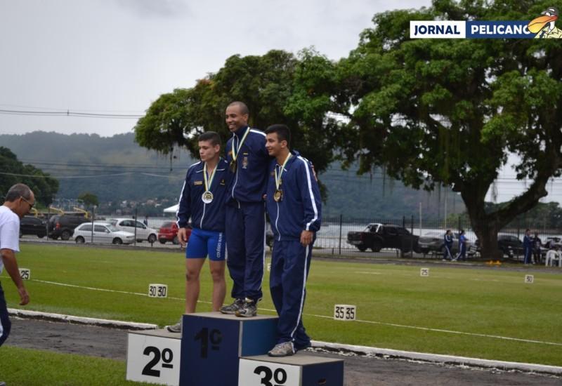 Pódio da prova de 100m, com o Al. De Souza em primeiro lugar. (Foto: Jornal Pelicano)