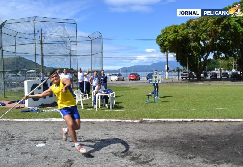 Al. Veloso durante a prova de lançamento de dardo. (Foto: Jornal Pelicano)