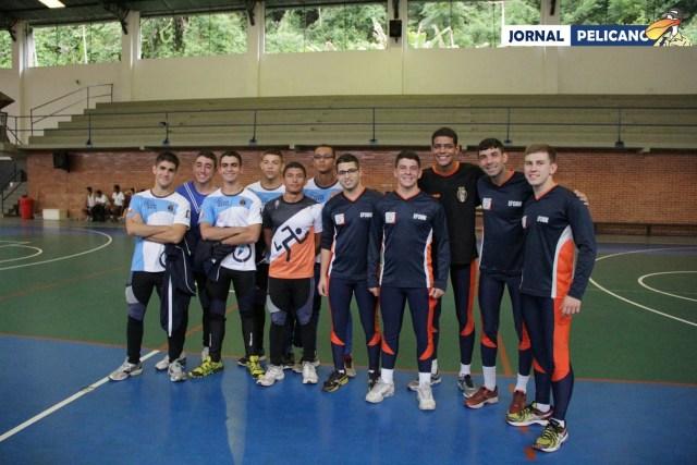 Equipes da EFOMM e do CN posam para foto antes da competição. (Foto: Jornal Pelicano)