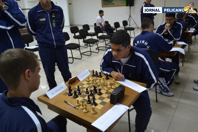 Mesas com as partidas simultâneas na rodada de Xadrez. (Foto: Jornal Pelicano)