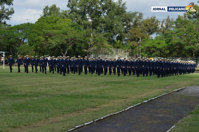Turma 16 em entrada no Campo de Esportes do CIAGA (Foto: Al. Renata / Jornal Pelicano)