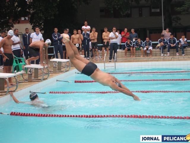 Alunos no revezamento 4x50m Medley. (Foto: Al. Helena Ferreira / Jornal Pelicano)