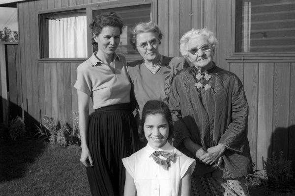 Laura, her mother, her greatgrandmother, her daughter - 4 generations.