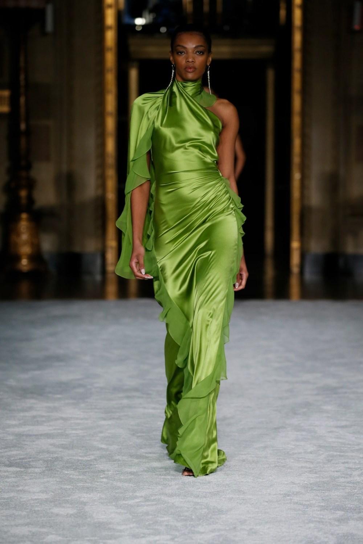 Christian Siriano: Christian Siriano Fall Winter 2021-22 Fashion Show Photo #27