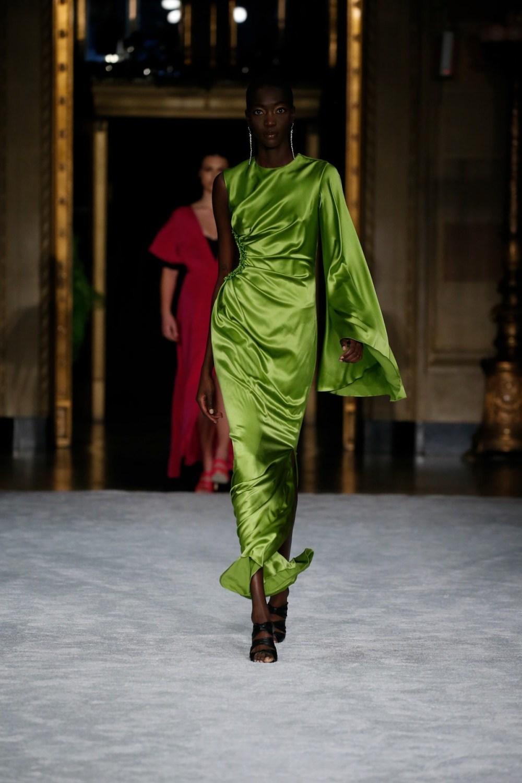 Christian Siriano: Christian Siriano Fall Winter 2021-22 Fashion Show Photo #31