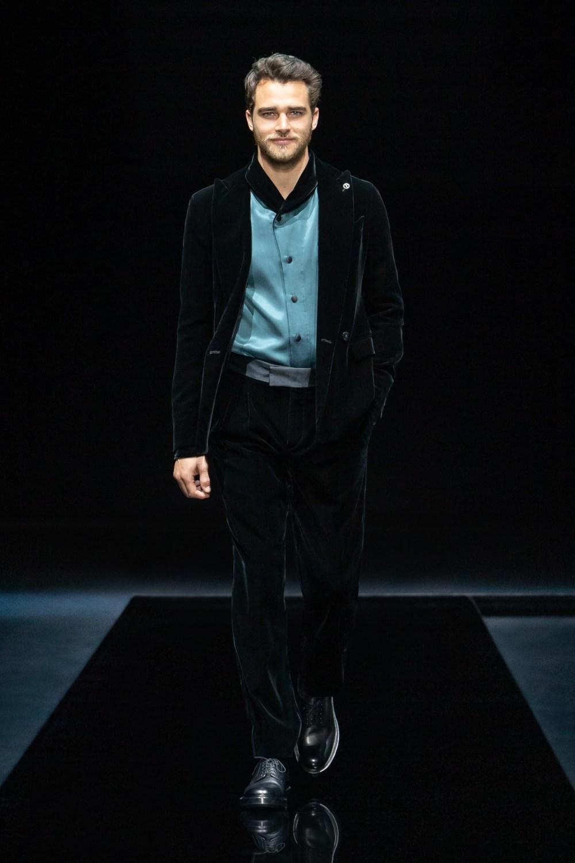 Armani: Giorgio Armani Fall Winter 2021-22 Fashion Show Photo #6