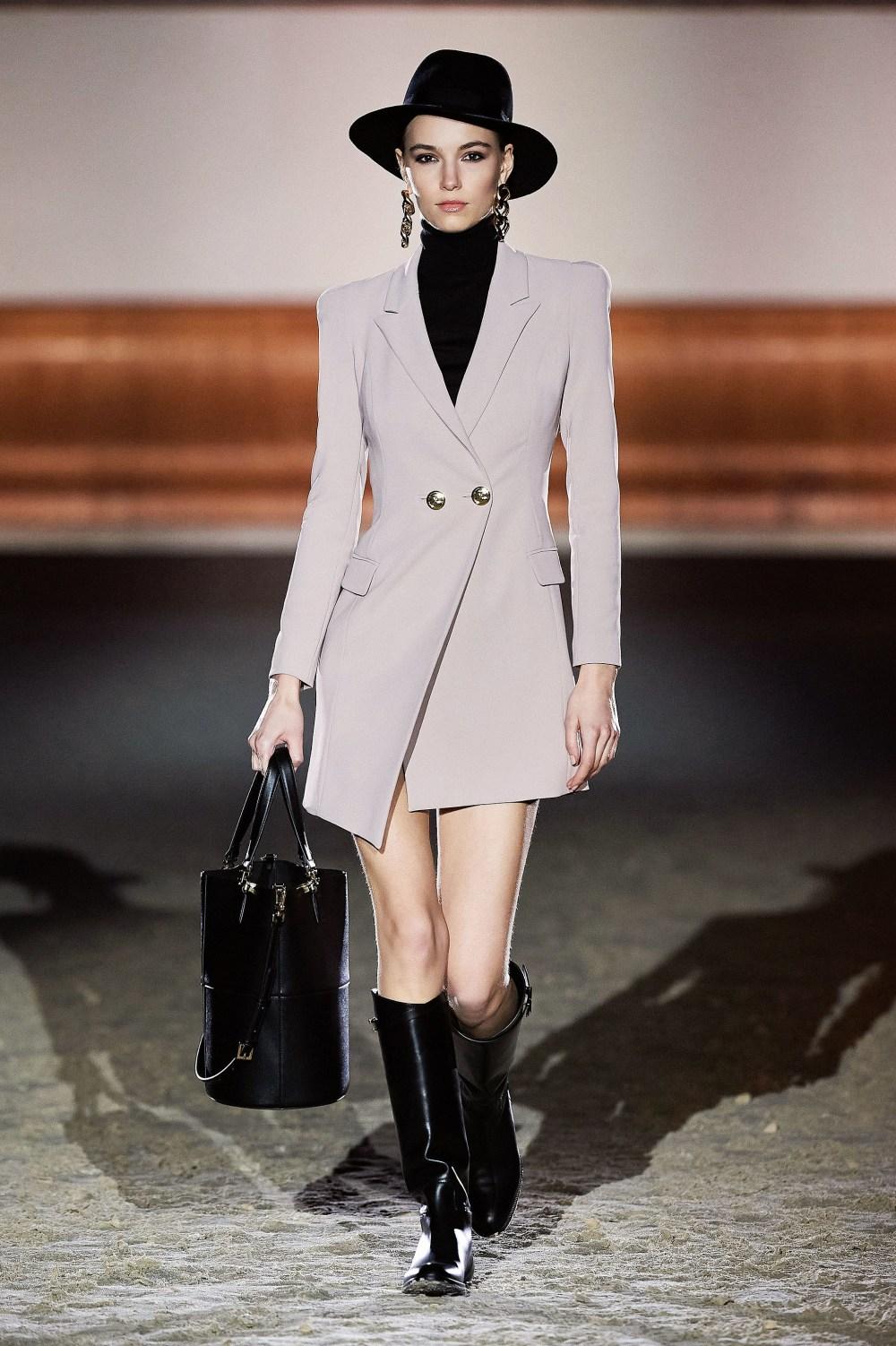 Elisabetta Franchi: Elisabetta Franchi Fall Winter 2021-22 Fashion Show Photo #32