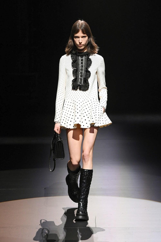 Valentino: Valentino Fall Winter 2021-22 Fashion Show Photo #8