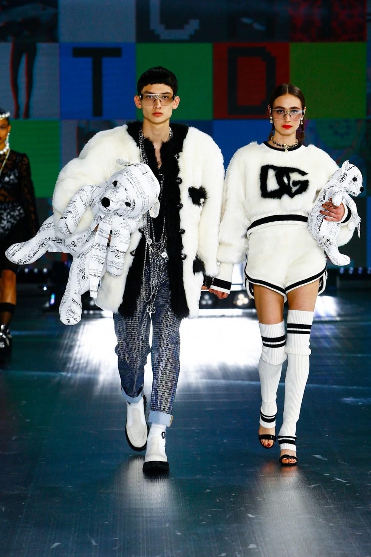 Dolce & Gabbana: Dolce & Gabbana Fall Winter 2021-22 Fashion Show Photo #44