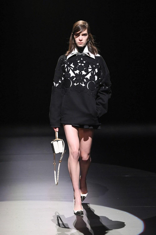 Valentino: Valentino Fall Winter 2021-22 Fashion Show Photo #11