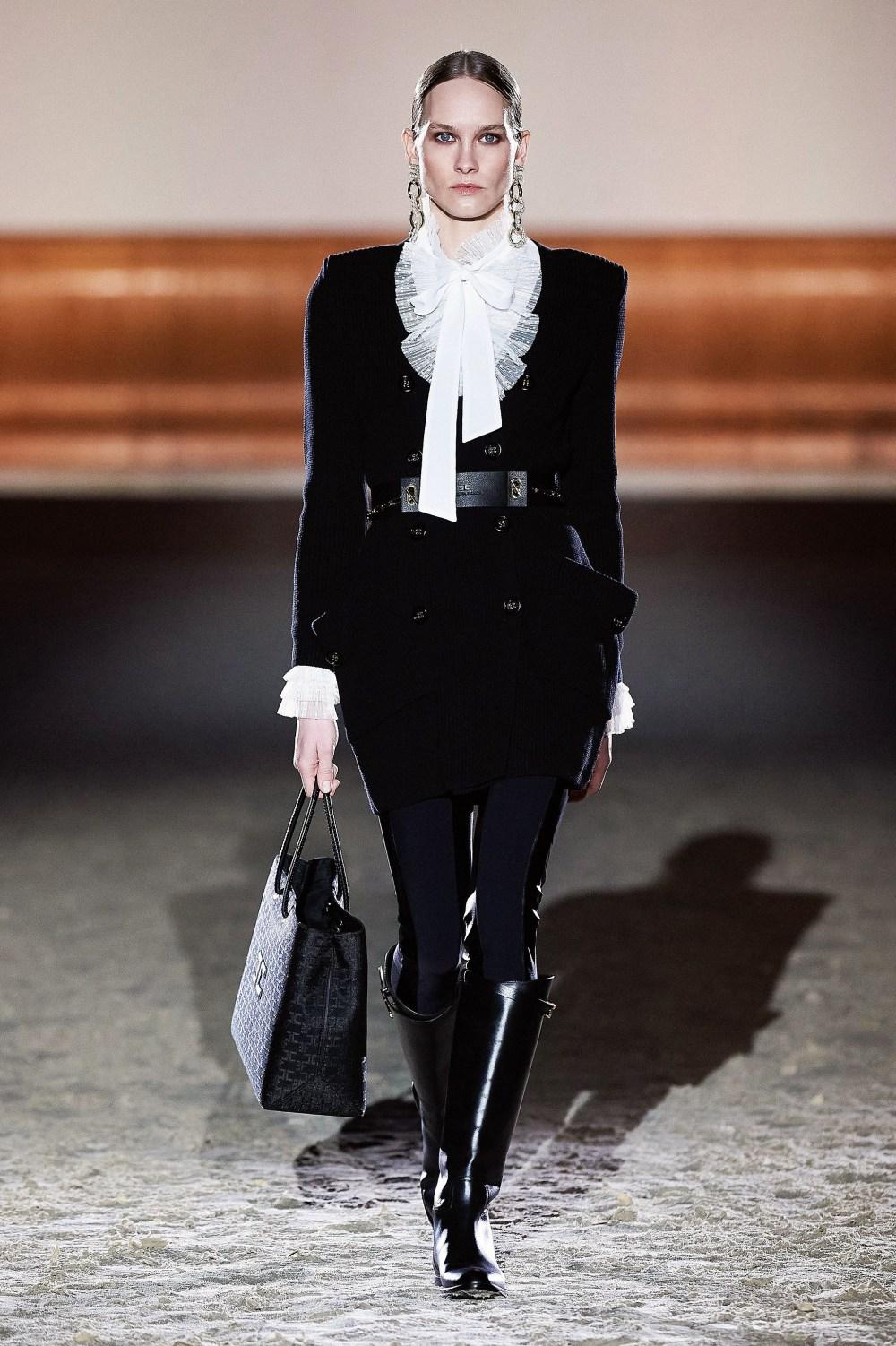 Elisabetta Franchi: Elisabetta Franchi Fall Winter 2021-22 Fashion Show Photo #41
