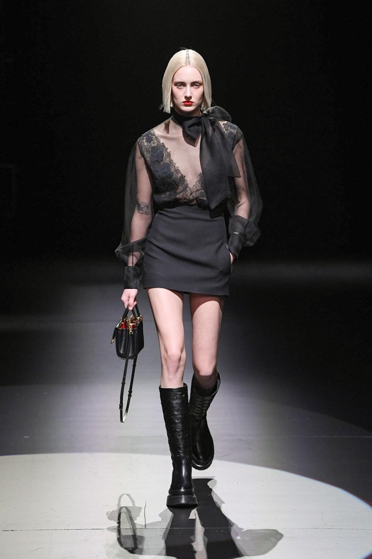 Valentino: Valentino Fall Winter 2021-22 Fashion Show Photo #17