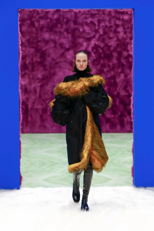 Prada: Prada Fall Winter 2021-22 Fashion Show Photo #31