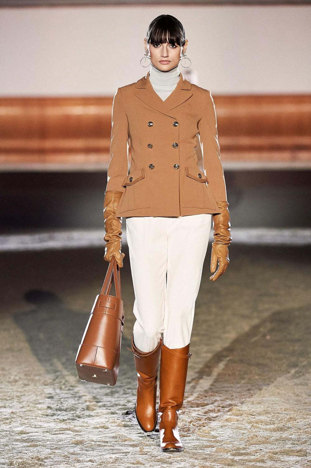 Elisabetta Franchi: Elisabetta Franchi Fall Winter 2021-22 Fashion Show Photo #15