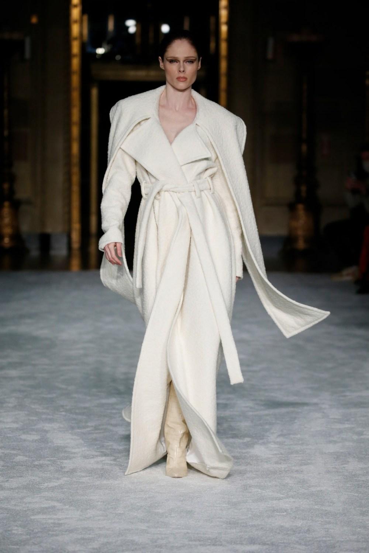 Christian Siriano: Christian Siriano Fall Winter 2021-22 Fashion Show Photo #1