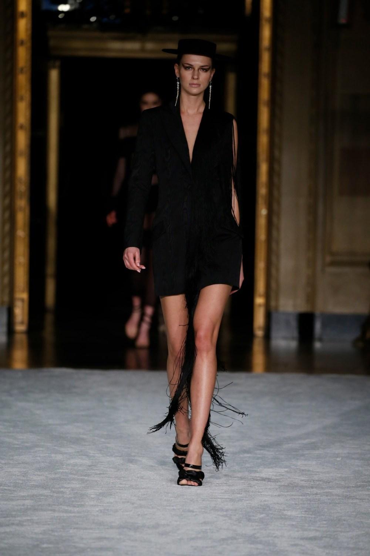 Christian Siriano: Christian Siriano Fall Winter 2021-22 Fashion Show Photo #18