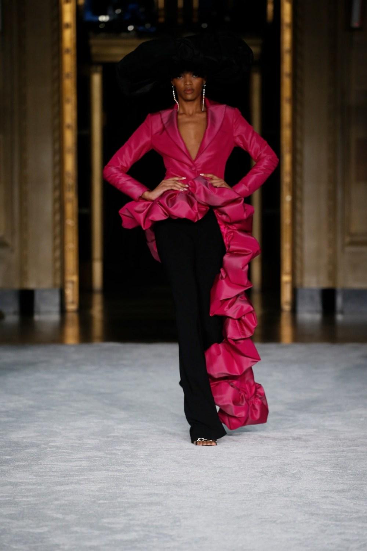 Christian Siriano: Christian Siriano Fall Winter 2021-22 Fashion Show Photo #37