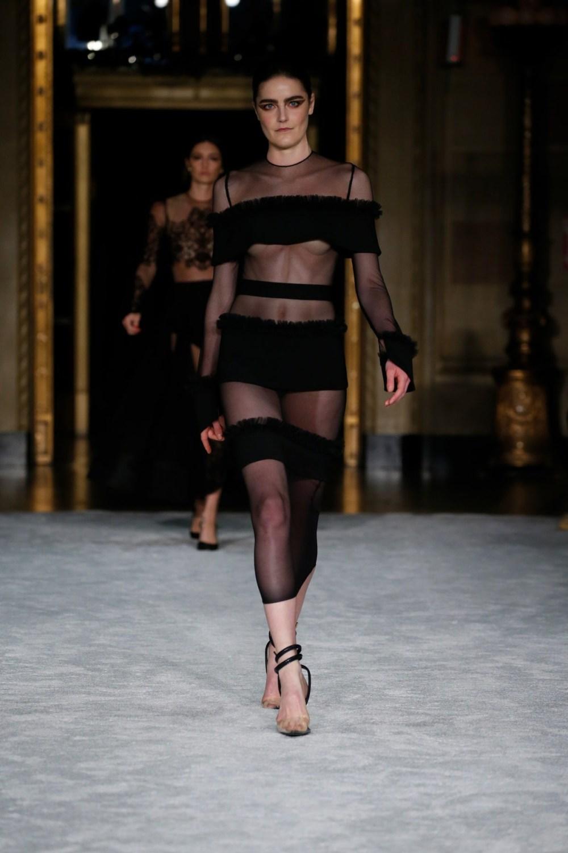 Christian Siriano: Christian Siriano Fall Winter 2021-22 Fashion Show Photo #19