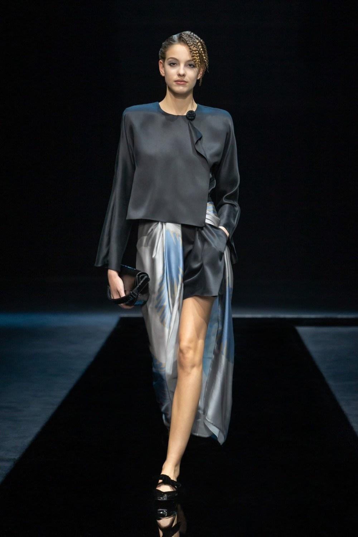 Armani: Giorgio Armani Fall Winter 2021-22 Fashion Show Photo #36
